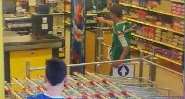 El joven se presentó en el supermercado con un arma de juguete. Vía: LVA