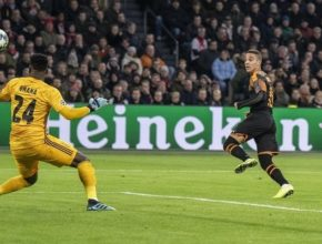 El solitario gol de Rodrigo dio el pase al Valencia a octavos de final de la Champions
