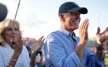 El vicepresidente Biden toma la delantera en las primeras de los demócratas